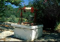 Selbst gebaute Zisterne als Ziehbrunnen