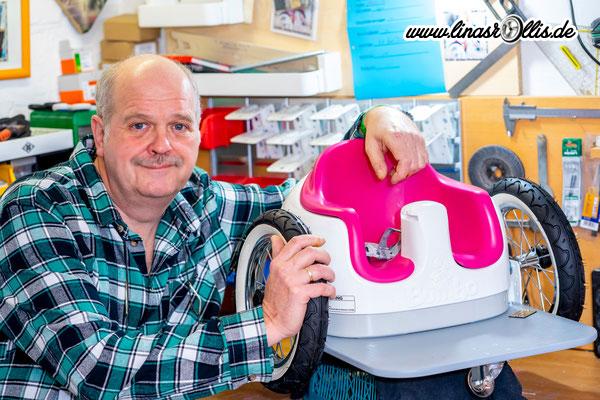 Opa Detlef mit einem neuen Mini-Rolli